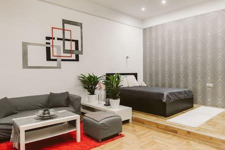 Basilica Apartment - quiet island w dream location - Budapest - Apartment