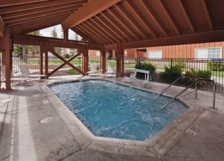 Big Bear Condo ~Sleeps 4 ~Pool ~ Hot Tub ~Tennis
