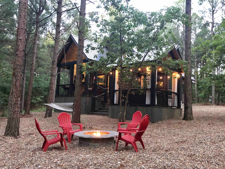 Love Nest Cabin - NEW 2020, Hot tub, Fire Pit