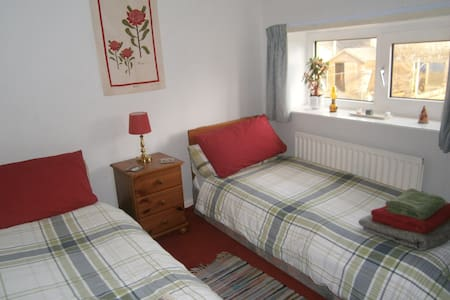 Cheerful cottage twin room,  W. Lakes, Coast, C2C