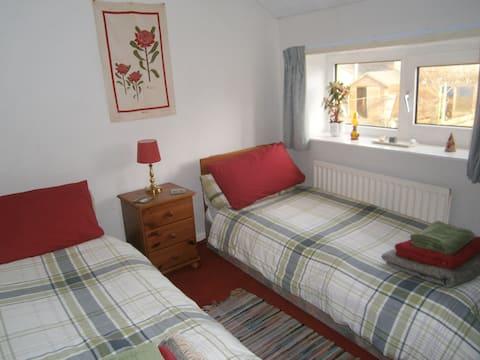 Cheerful cottage twin room,  W. Lakes, Coast, C2C