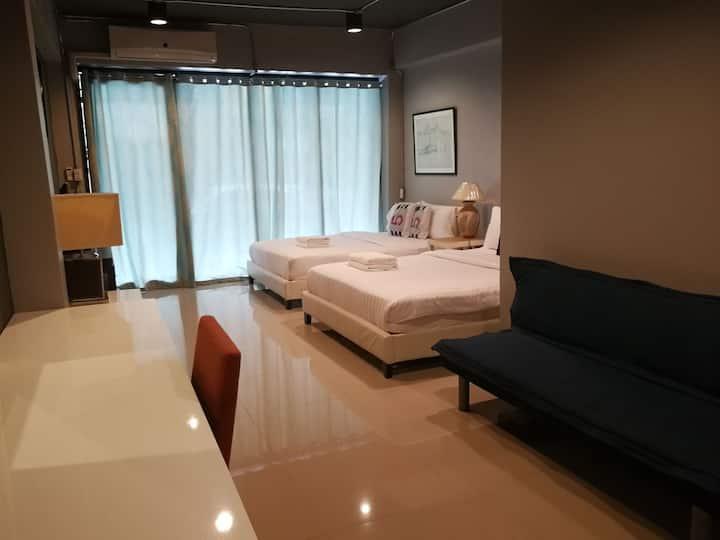 LoFT21 Suvarnabhumi Romklao 21 (2 Queen bed)