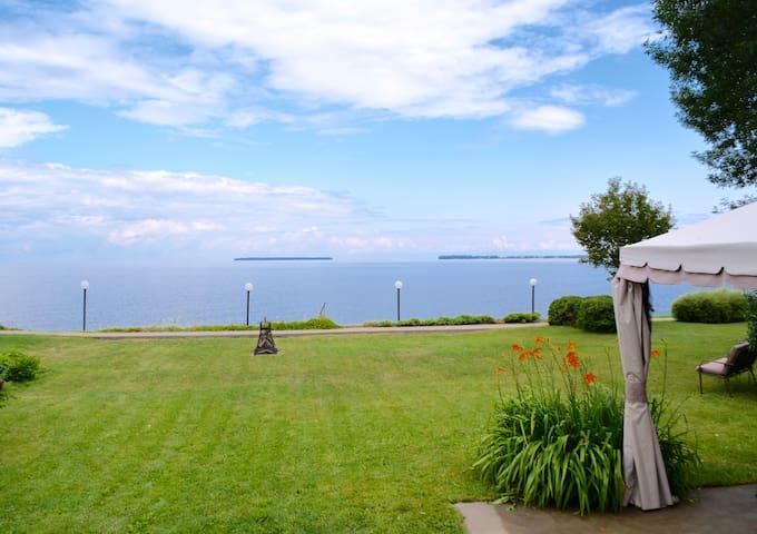 Chalet situé sur les rives du Lac-St-Jean