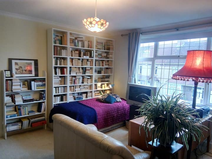 Charming Room in Family Home, Henleaze