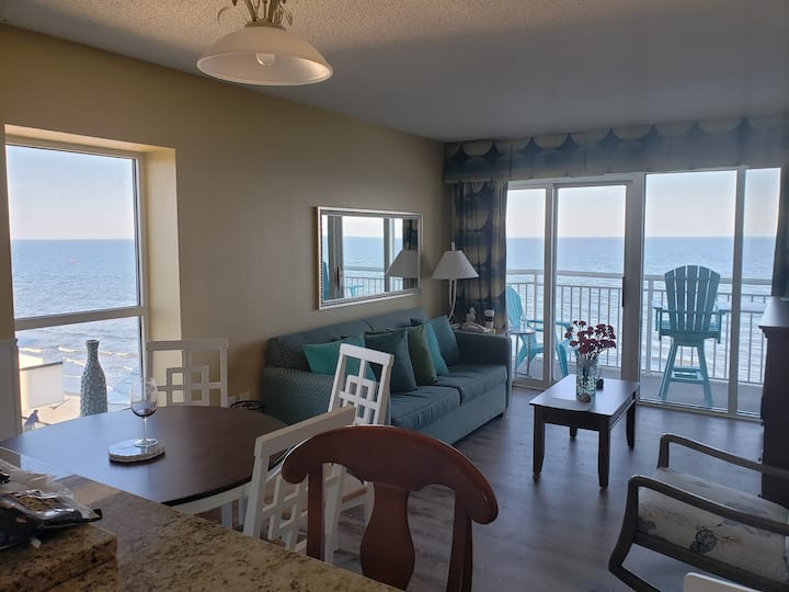 OceanBeachFront Renovated 2BR Reduced Fall Prices$