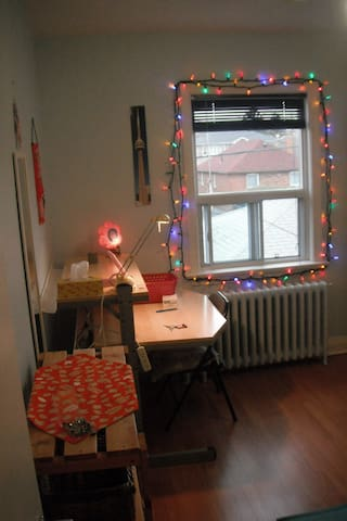 private upstair room w/ Continental Breakfast - Toronto - Haus
