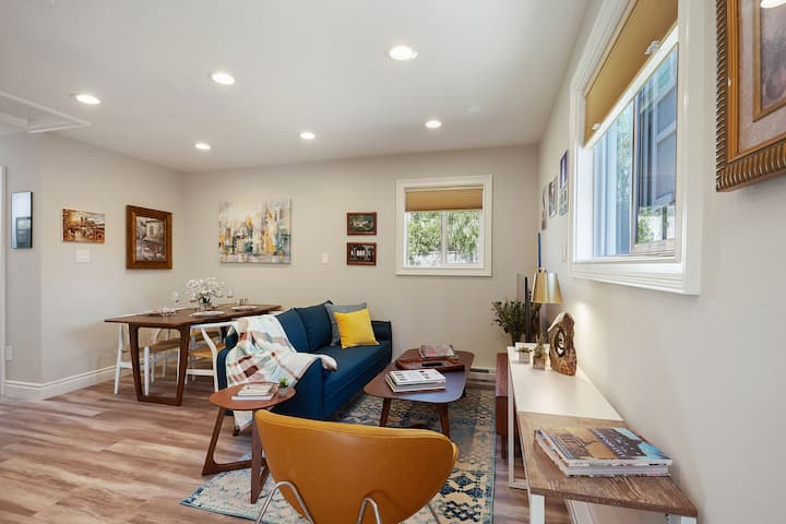 Vibrant long term 2/2 guest home in downtown RWC