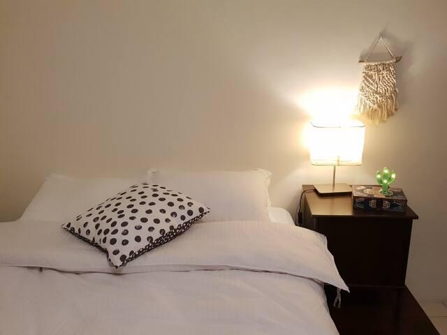 [Y House] 黑白(B&W)房 台中西區Taichung 勤美綠園道 全新裝修/電梯雙人套房