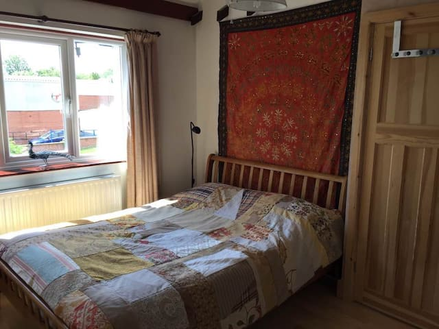 Private ensuite Double B&B with TV/DVD player!