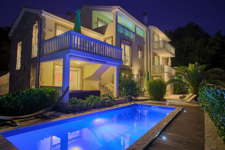 Residenca La Famiglia With Heated Pool And Seaview