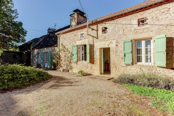 Rustic Holiday Home. In the Forest, Saint-Caprais, 2 bedrooms, 4 person