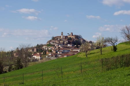 """AFFITTACAMERE """"IL LUME"""" - Montiglio Monferrato"""