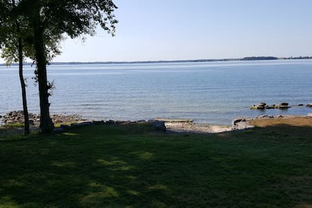Amazing Water front cottage - Wolfe Island - Sommerhus/hytte