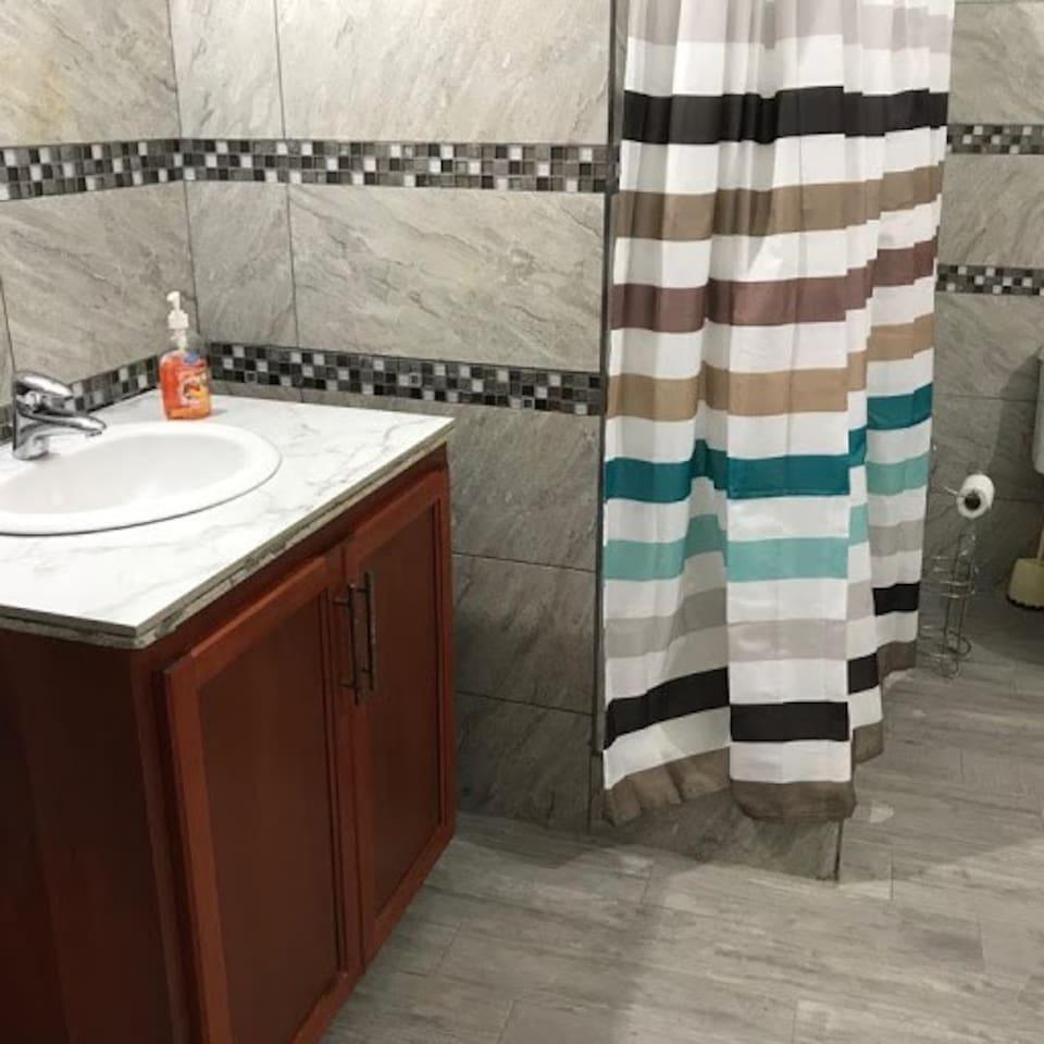 Apt 1 Bathroom