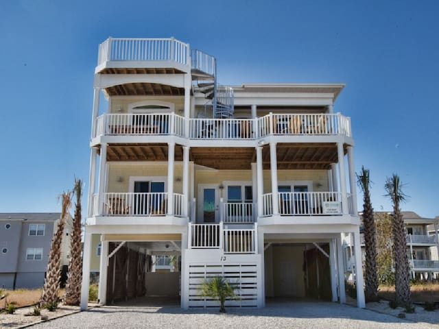 Tequila Sunrise, Ocean Isle, private pool, tiki bar, elevator and golf cart for summer (ends 8/25)