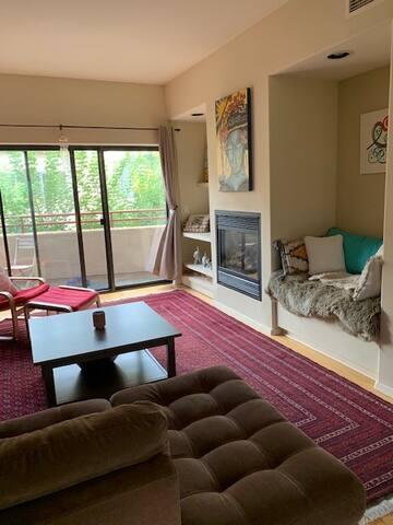 Beautiful & Cozy Condo in mid-Santa Fe (top floor)