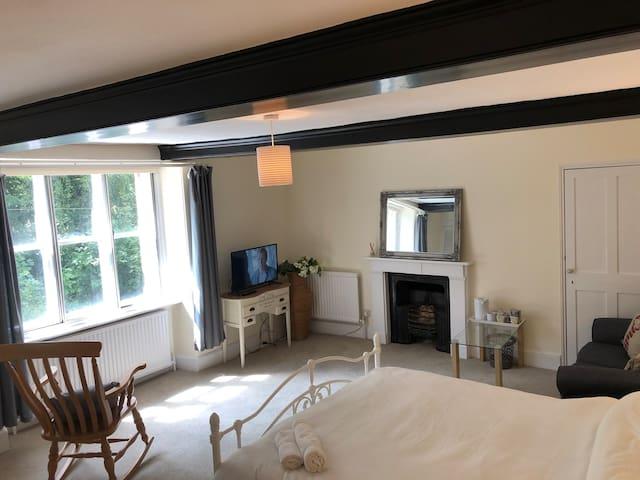 Harlestone: Gated Village Home Lovely Large Room