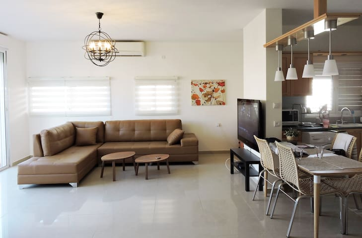Mini PENTHOUSE - OCEAN views, walk to beach - Netanya - Condominium