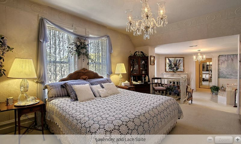 Lavender lace lux king suite the yardley inn for Chambre d hote luxembourg