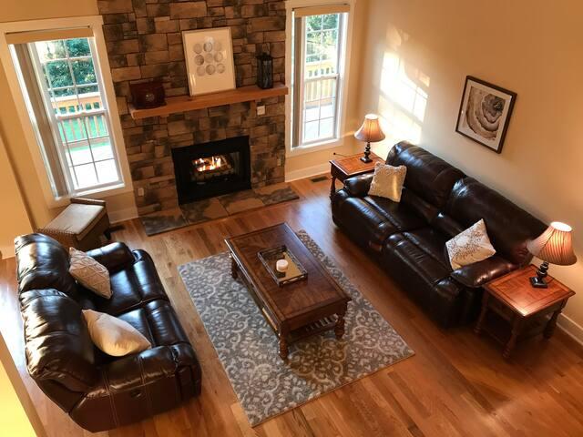 """""""Mountain Overlook"""" ~ Blue Ridge Luxury Retreat"""
