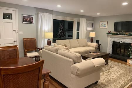 Entire Lovely 3BdRm 2Bath House close to Boston.