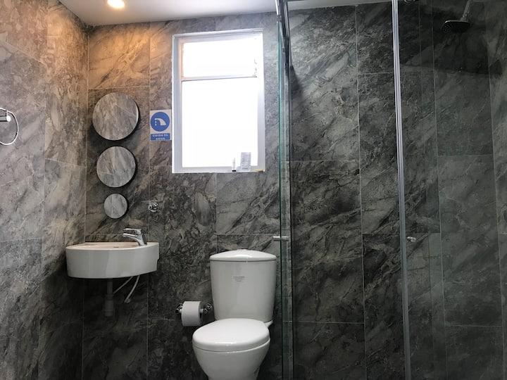 OrangeTrip • baño privado