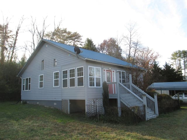 Comfy Cottage-Natural Setting in Brasstown