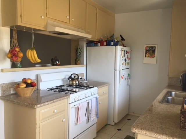 Bright and lovely 2 BR by the beach