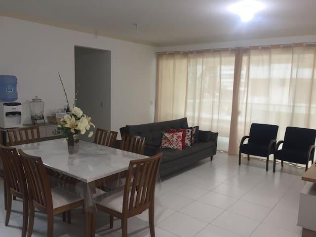 Apartamento na  PRAIA DE PALMAS (1Suíte+2Quartos)