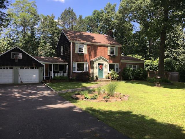 Charming Hudson Vally Home w/seasonal pool & spa