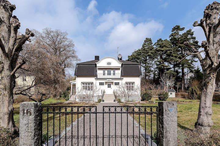 Vacker sekelskiftesvilla i Djursholm