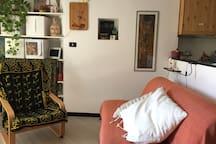 il divano letto e la poltrona dondolo