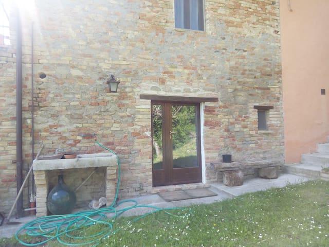 Ca' Albertone: in campagna nei pressi di Urbino