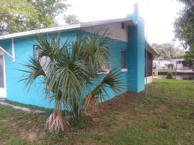 The Little Blue Bungalow/FREE kayaks