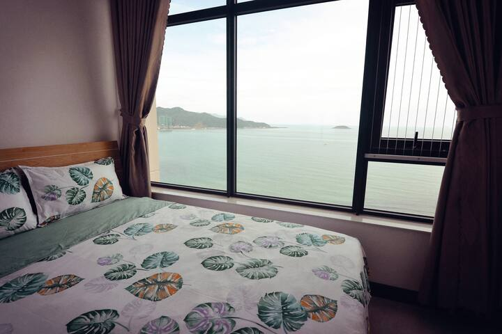 Sea facing 3 bedroom apartment - by attractions