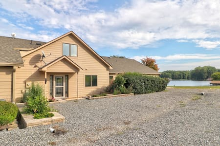 Lakefront, dog-friendly home w/ quiet beach area, stunning views & picnic area!