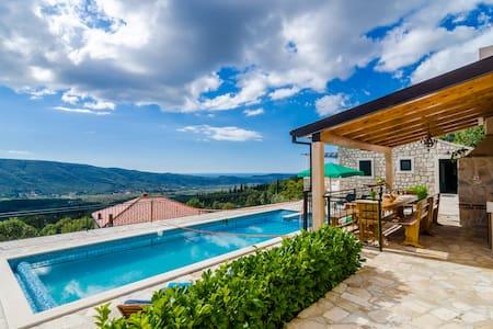 Falcon Rook - Terrace & Pool Villa - Dubravka - Vila