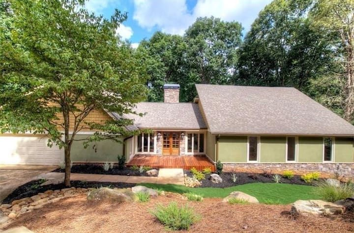 Private suite, w/ view of 2nd green -Indian Hills