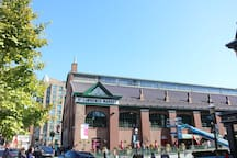 St Lawrence Market (Local Fresh food)