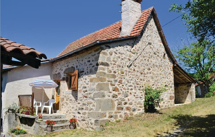 Holiday cottage with 2 bedrooms on 75m² in St. Bressou