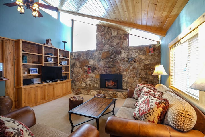 Quiet 3BR Home - Walk to Lake & Tahoe City