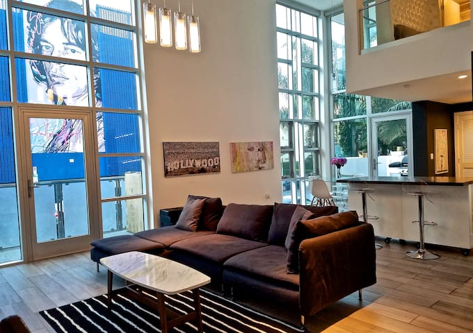 NEW $2MILLION MODERN WEHO GLASS & METEL CONDO VEWS