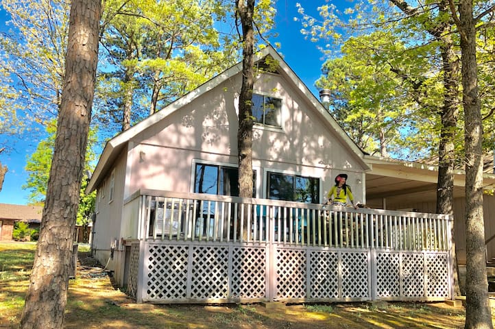 Island Cottage, On Golf Course, WiFi, Large Deck, Fire Pit, Wood Stove, Sunset Views