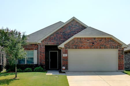 Sparkling Clean, Convenient to DFW and Fort Worth