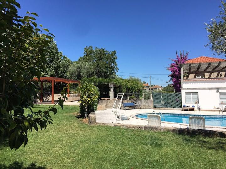 A Casa da Celeste - Turismo Rural com piscina