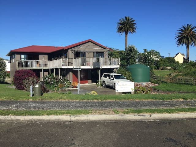 Winters Summer House at Waihau Bay