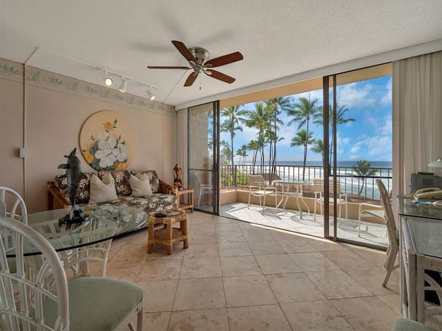 Ocean Front Ecstasy! Homey w/Tile Floor, Full Kitchen, WiFi, Flat Screen–Paki Maui 409
