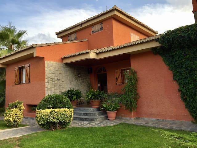 Villa Teresa . Chalet en Naquera (Valencia)