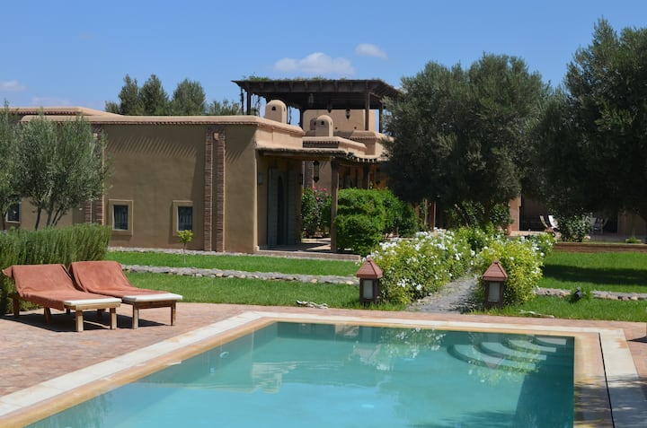 Très belle maison avec grand jardin et piscine