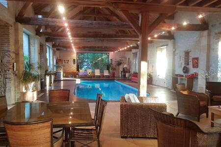 Chambres d'hôtes avec accès piscine intérieure